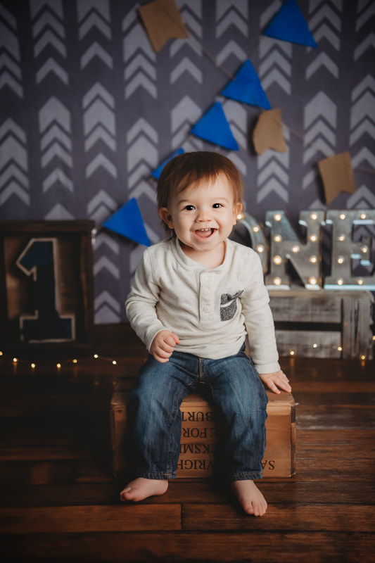 One year old boy cake smash session in Murrysville, PA